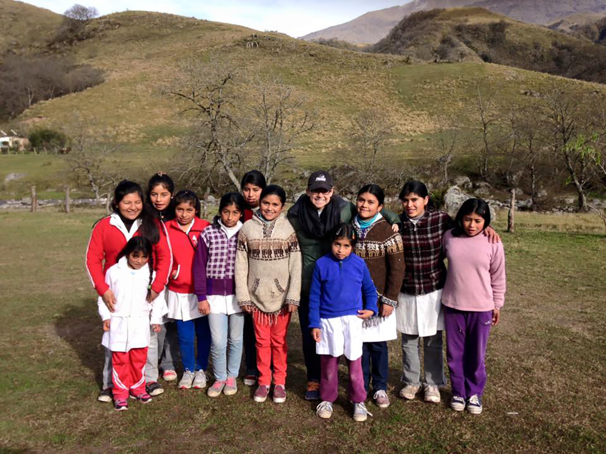 Taylor Gibson '17 with her students in the mountains of Chaquilvil, Argentina, during her Fr. Smith Fellowship.